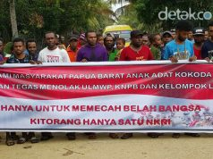 The people of Sorong declared rejection of KNPB (West Papua National Committee) and ULMWP (United Liberation of Movement West Papua) at Kokoda complex, Sorong Manoi District, Sorong City, Papua (28/5/2016) | Photo: Ist